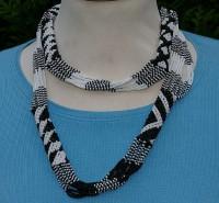 Perlenkette aus Südafrika, schwarz/weiß